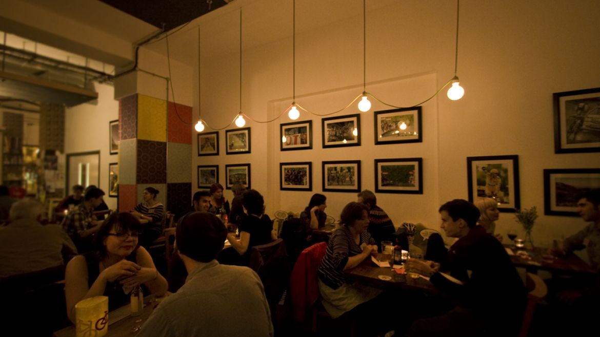 dinner speed dating london 2connect is irelands most popular match making company for single, separated and divorced people in dublin, cork and galway we also organise speed dating, parties, pub quizzes and outdoor activities.